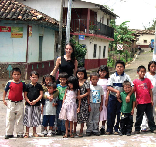 Claudia Bernardi with children from the School of Art and Open Studio of Perquin, Morazán, El Salvador.